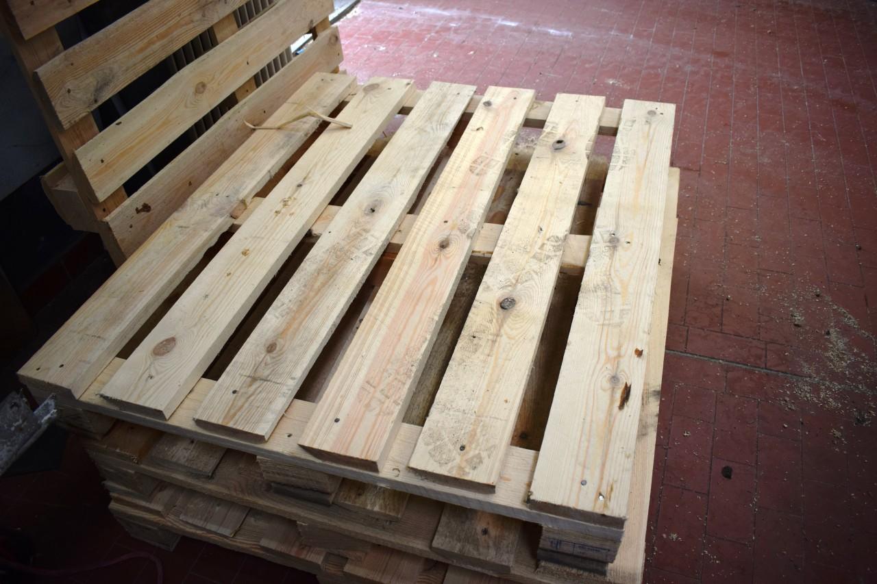 13 x Holzpaletten Einweg 100x120, Brettstärke 2,7 cm, einmal benutzt